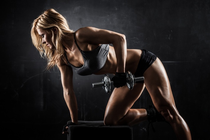 woman-gym-training on bench